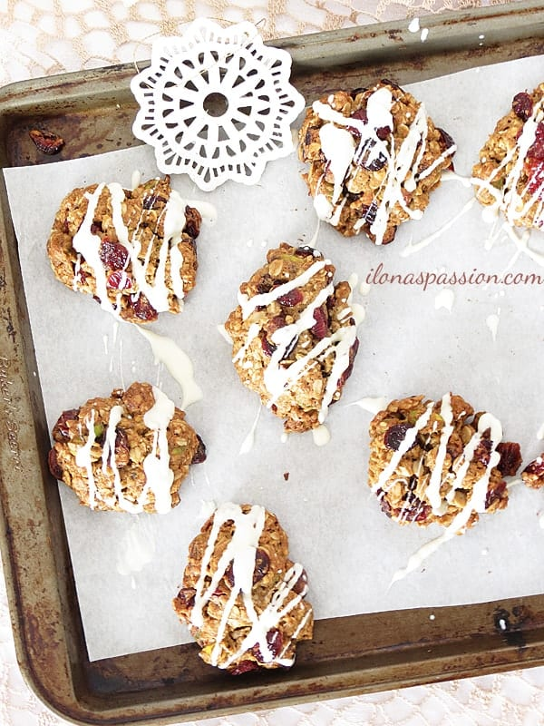 Sweet and crunchy Whole Wheat Pistachio Cranberry Cookies by ilonaspassion.com