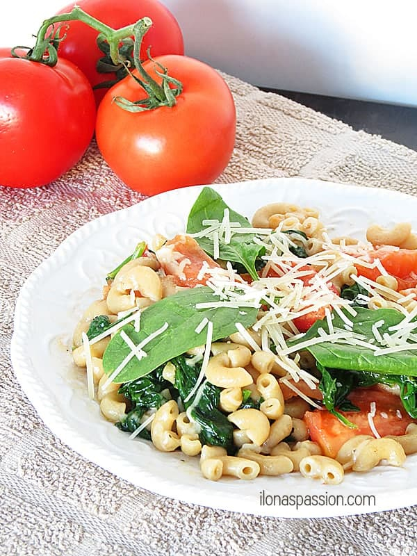 The Best Parmesan Spinach Whole Wheat Pasta by ilonaspassion.com