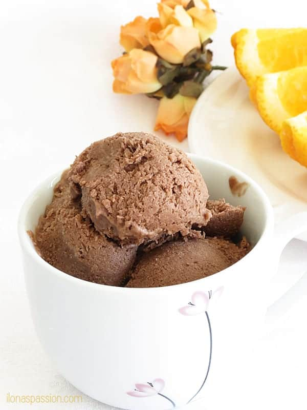 Vegan Chocolate Ice Cream by ilonaspassion.com