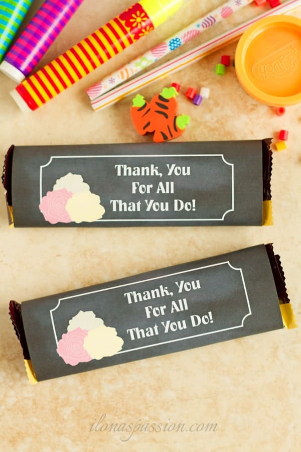 DIY Free Back to School chocolate bar wrapper printable with chalkboard background and roses. Lovely teacher's gift idea! by ilonaspassion.com I @ilonaspassion