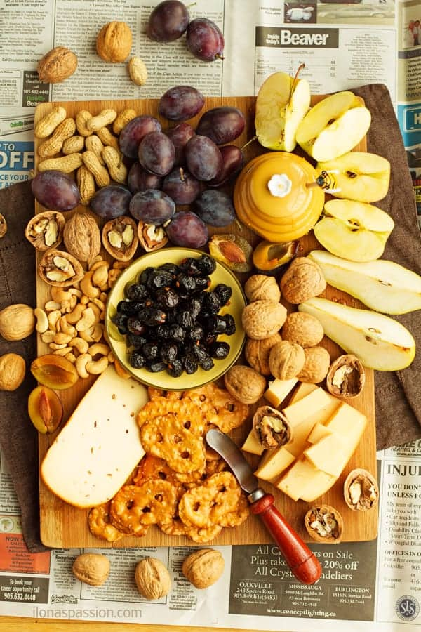 A simple tray with cheese, nuts, black olives, pretzels, honey and fruits by ilonaspassion.com I @ilonaspassion