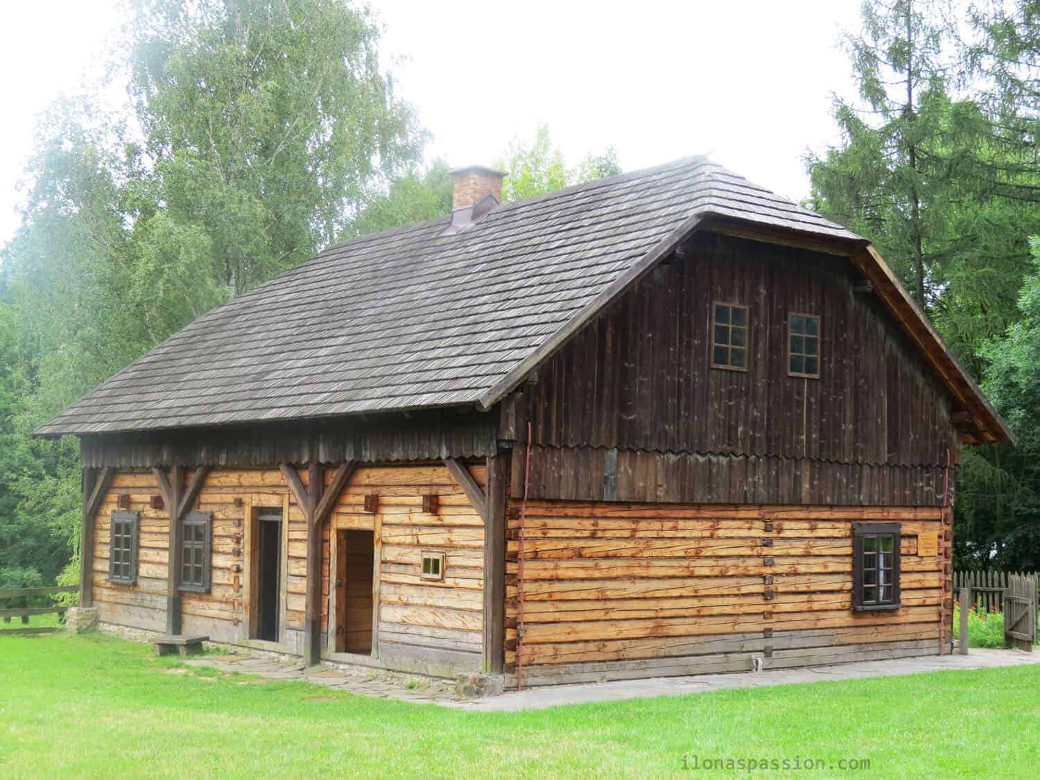 Interesting castles in Poland including Ogrodzieniec and Bedzin Castle. Travel tips and Skansen guide. Many reasons you need to visit Eastern European Poland by ilonaspassion.com I @ilonaspassion