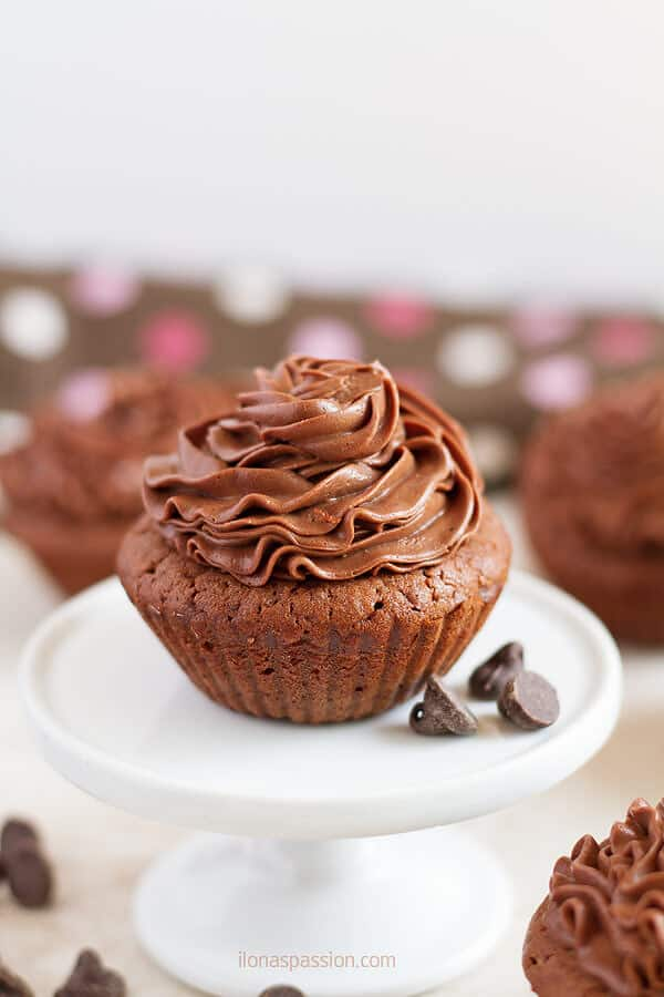Chocolate Cupcakes with soft homemade frosting by ilonaspassion.com I @ilonaspassion