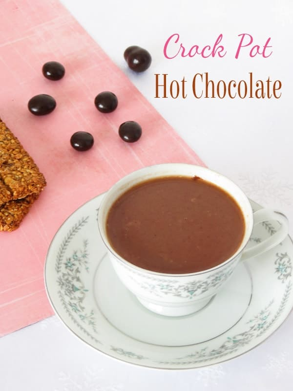 3 Ingredients Crock Pot Hot Chocolate by ilonaspassion.com