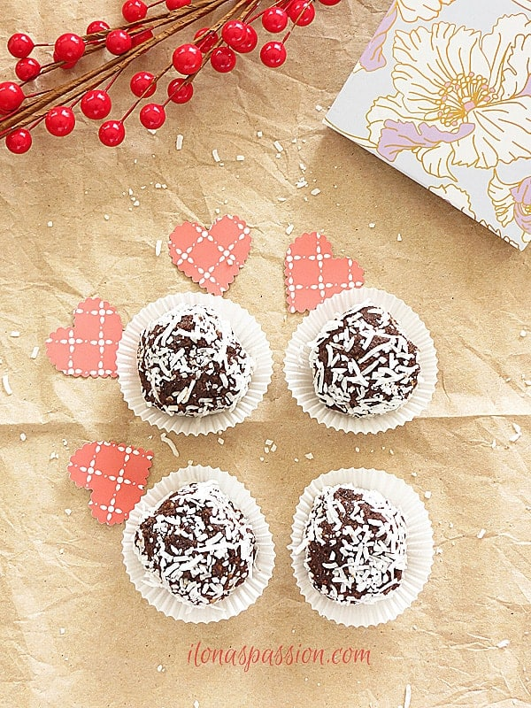DIY homemade food gift ideas chocolate truffles with healthy nuts and dates by ilonaspassion.com I @ilonaspassion