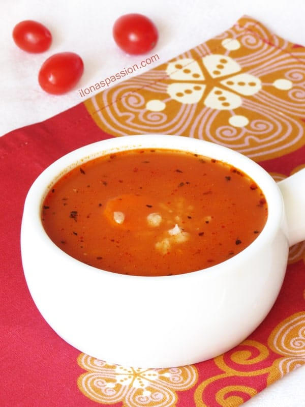 Healthy Tomato Soup served with brown rice and a dollop of greek yogurt by ilonaspassion.com
