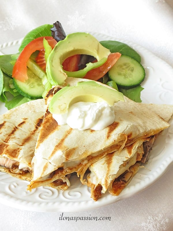 Easy pork quesadillas are perfect for everyday dinner! by ilonaspassion.com