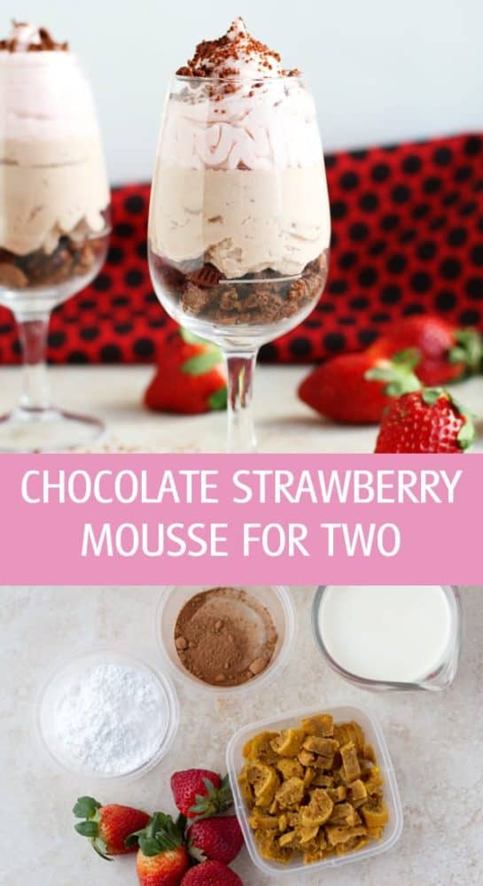 Strawberry chocolate mousse dessert for two made in 3 layers of whipped cream and cookies by ilonaspassion.com I @ilonaspassion