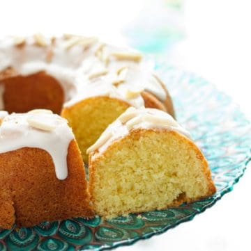 A piece of glazed bundt cake with lemon icing and made with vanilla extract by ilonaspassion.com I @ilonaspassion
