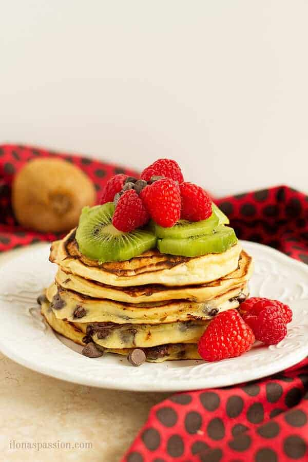 These chocolate chip pancakes are great for breakfast or brunch. They are quick to make with few simple ingredients like greek yogurt, flour, egg and sugar. by ilonaspassion.com I @ilonaspassion