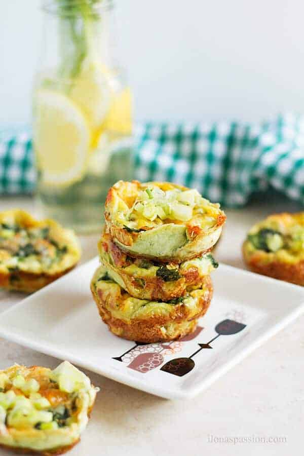 Healthy egg muffin cups made with tortilla circles and fresh spinach by ilonaspassion.com I @ilonaspassion