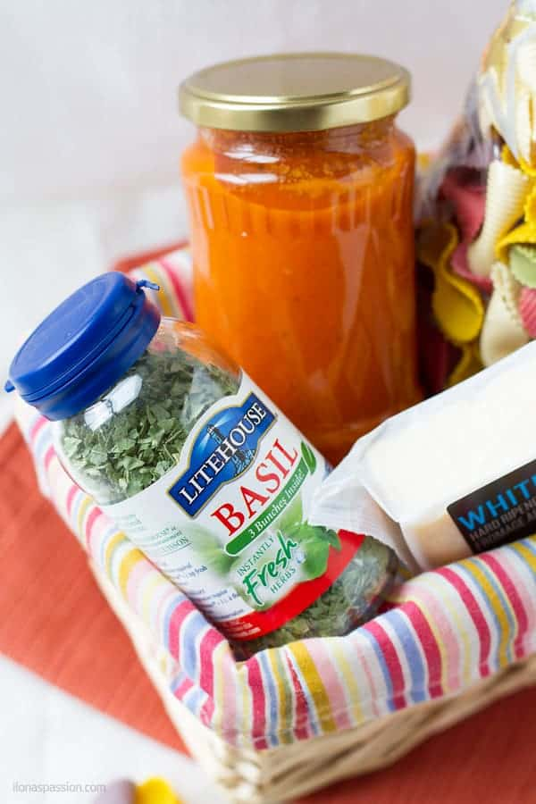 Basket gift idea to make spaghetti with tomato sauce by ilonaspassion.com I @ilonaspassion