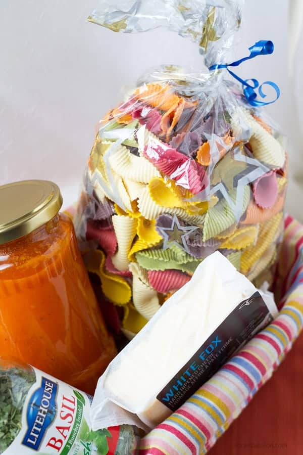 Colorful pasta naturally dyed is the perfect edible present with tomato sauce and cheese by ilonaspassion.com I @ilonaspassion