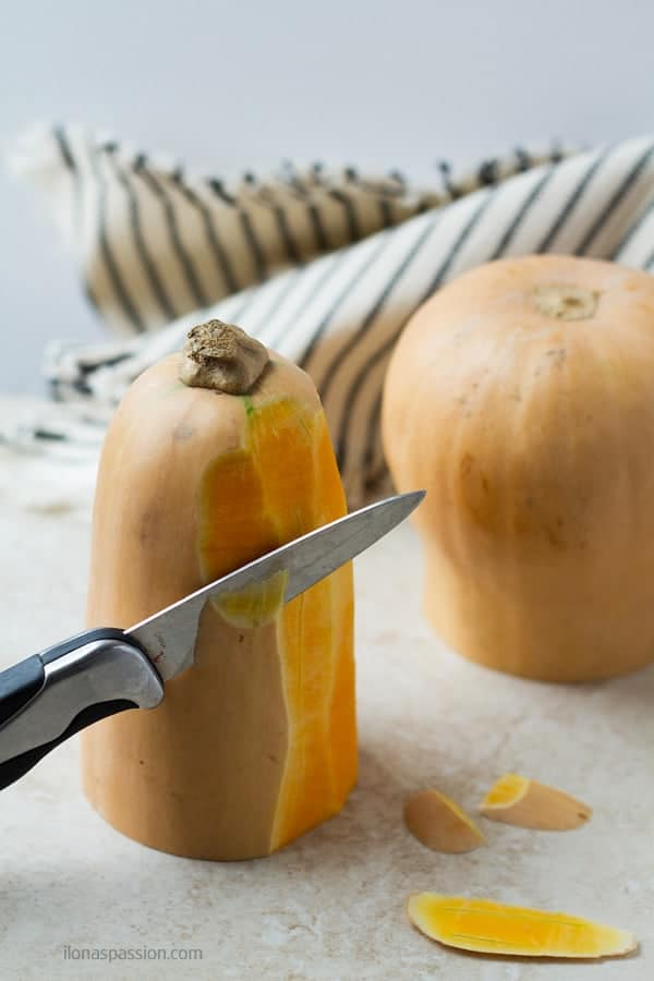 How to cut butternut squash tutorial by ilonaspassion.com I @ilonaspassion