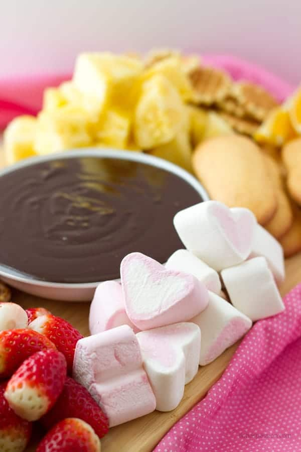 Chocolate sauce recipe for chocolate fondue with examples of fresh dippers like fruits and pretzels ilonaspassion.com I @ilonaspassion