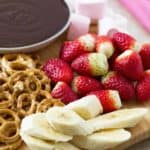 Chocolate sauce recipe for chocolate fondue with dippers ilonaspassion.com I @ilonaspassion