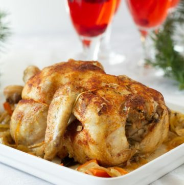 Slow cooker roast chicken with seasonings easy to make for dinner with carrots and onions by ilonaspassion.com I @ilonaspassion