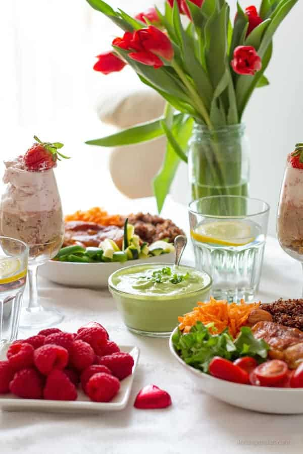 Chicken Buddha bowl main course, dessert, strawberry mousse and fresh tulips as Saturday dinner ideas with elegant party menu by ilonaspassion.com I @ilonaspassion