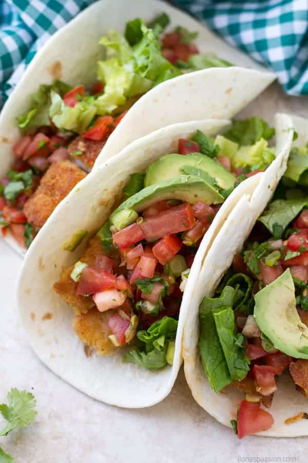 Basa fillets fish taco recipe topped with avocado slices and tomatoes by ilonaspassion.com I @ilonaspassion