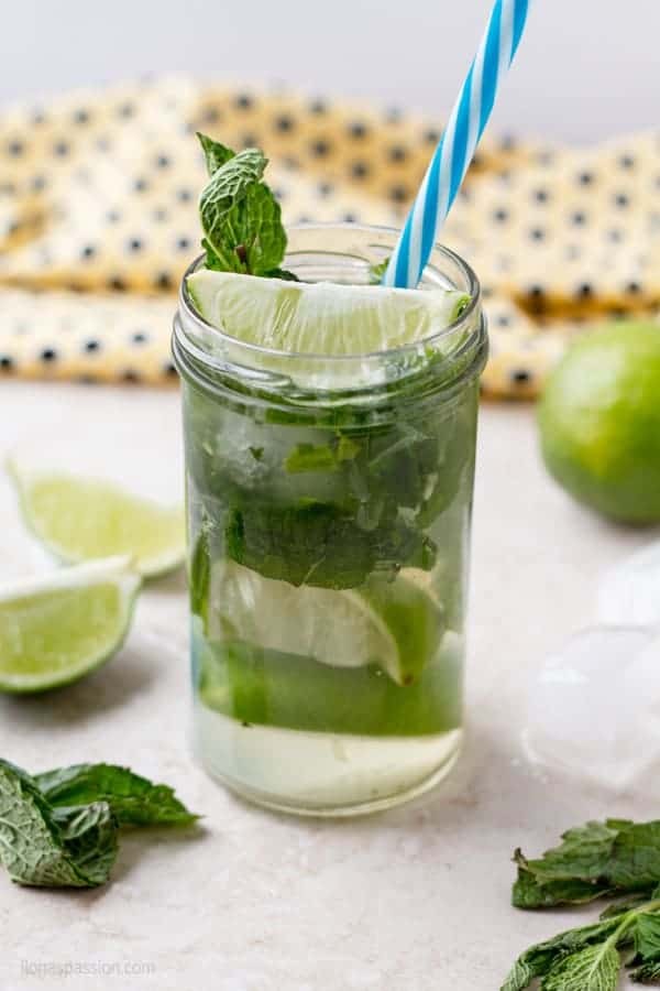 Virgin mojito made without any alcohol with fresh mint and lime juice by ilonaspassion.com I @ilonaspassion