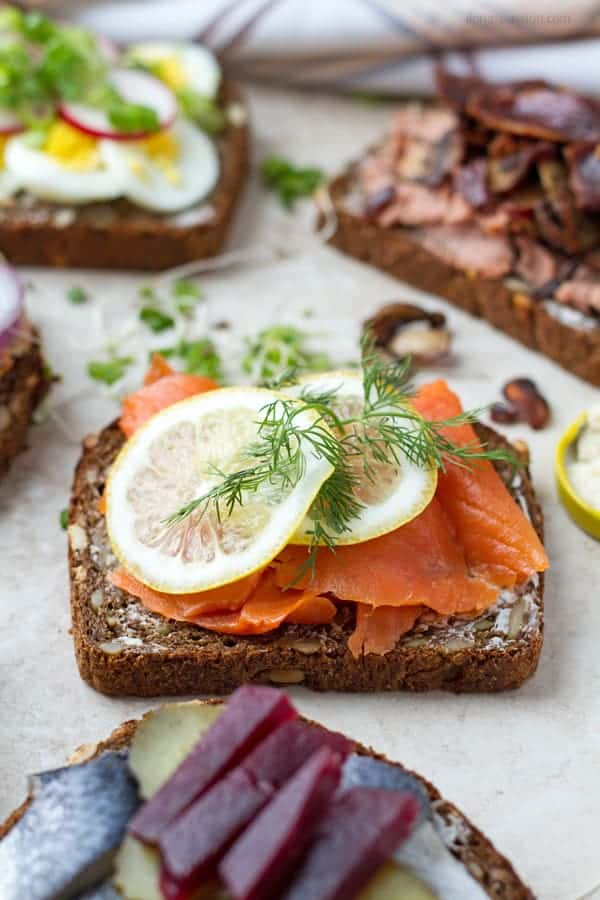 Rye bread with smoked salmon, lemon slices and fresh dill.